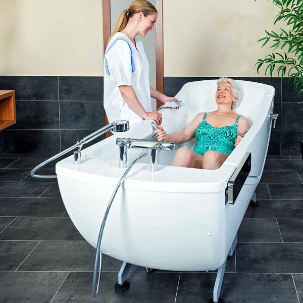 beka averno motion e bath tub with patient and caregiver 3 600x600